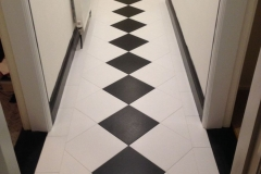 Compact 30/30cm Black & White On Diagonal
